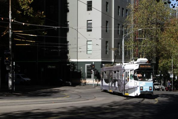 Z3.209 on route 55 turns from Flinders Lane into William Street