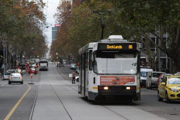 A1.239 on route 86 heads west along Bourke Street at King