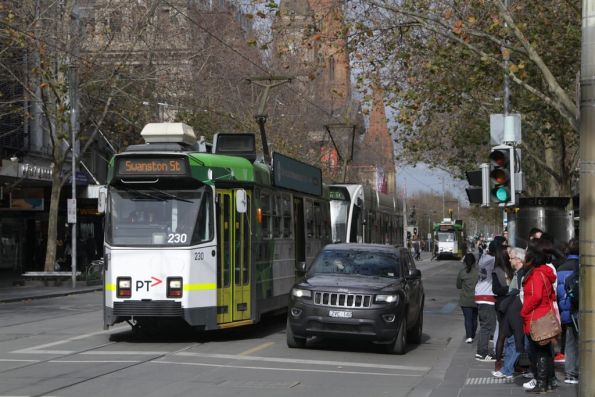 Z3.230 heads north at Swanston and Bourke Streets