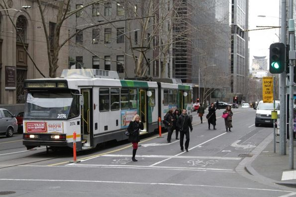 B2.2074 on route 55a drops off passengers at Flinders Lane and Market Street
