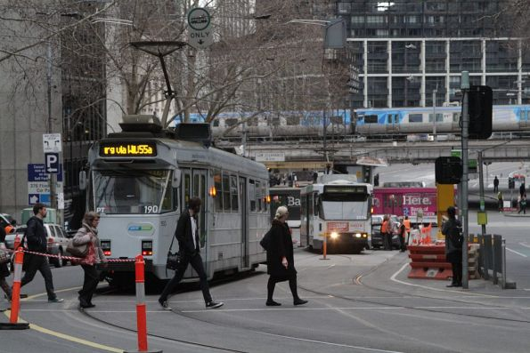 Z3.190 waits for B2.2074 to shunt at Flinders Lane and Market Street