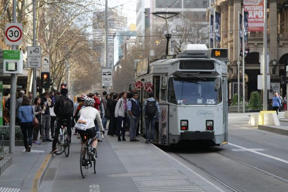 Z3.125 picks up passengers headed north at Swanston Street and Collins