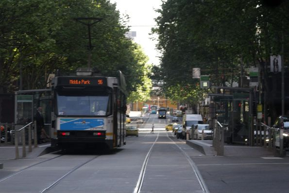 A2.262 heads west at Bourke and William Street with a route 96 short working to Middle Park