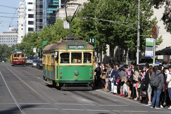 SW6.881 arrives to hoards of RMIT graduates at the corner of La Trobe and Swanston Street