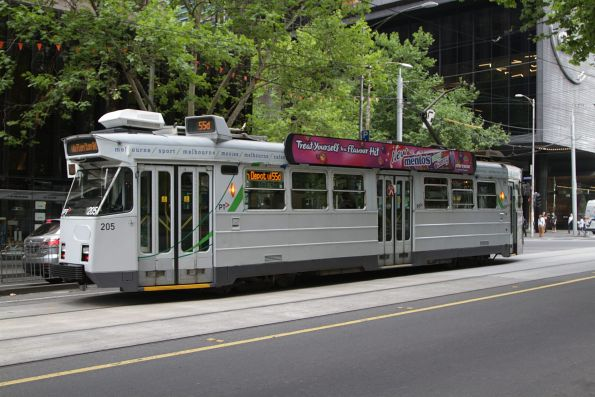 Z3.205 wears a patched up YT Mk3 livery at William and Bourke Streets