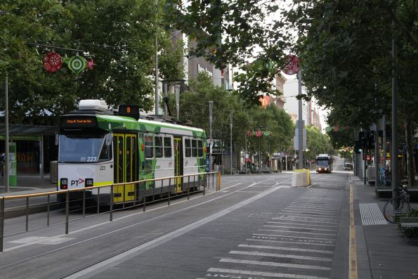 Z3.223 outside the State Library on a southbound route 8 service