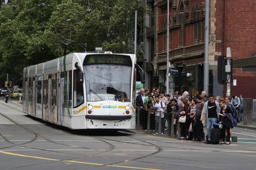 D2.5020 on route 96 finally gets the traffic light to turn from Bourke into Spencer Street