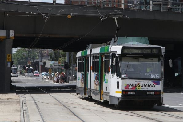 B2.2014 heads west on route 70 at Flinders Street West
