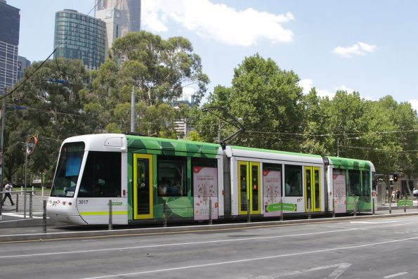C.3017 northbound on route 109 stops for passengers at the new Batman Park tram stop
