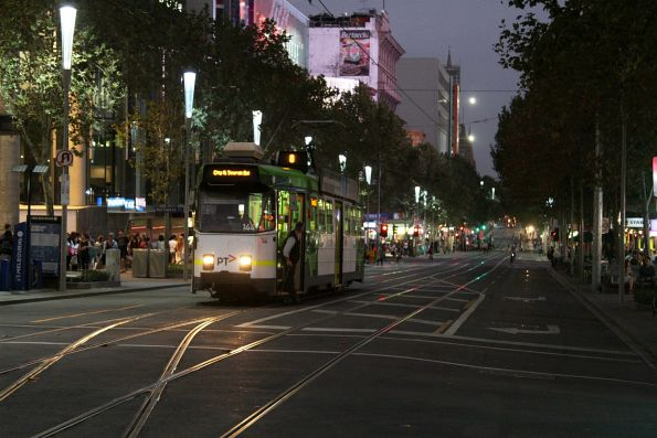 Z3.144 prepares to shunt at the Little Lonsdale Street crossover on Swanston Street