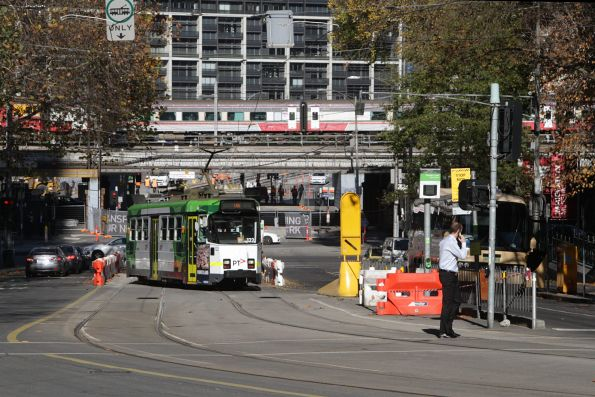 Z3.122 on route 55a shunts at Flinders Lane and Market Street due to the Queensbridge Street tram works