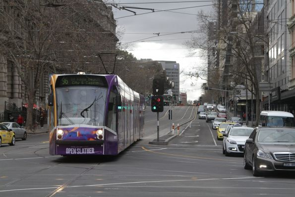 D2.5011 heads south on route 96 at Spencer and Flinders Street