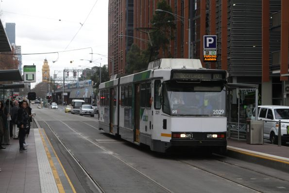 B2.2029 heads west on route 75 at Flinders and Spencer Street