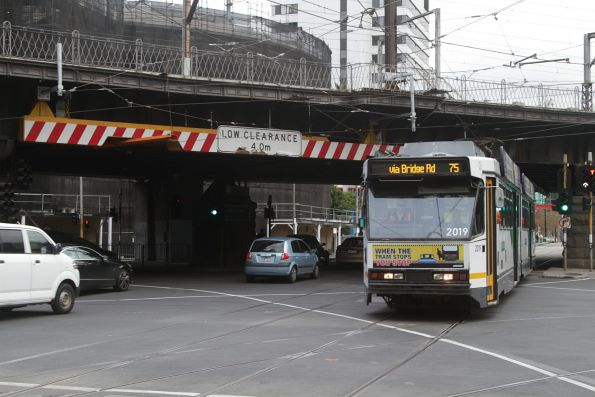B2.2019 heads east on route 75 at Flinders and Spencer Street