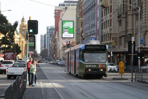 B2.2024 eastbound on route 75 at Flinders and Russell Street