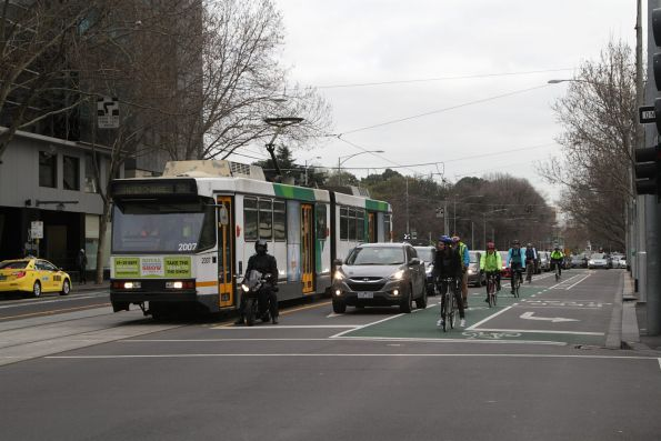B2.2007 on a route 55 service and adjacent cyclists outnumber the cars on William Street