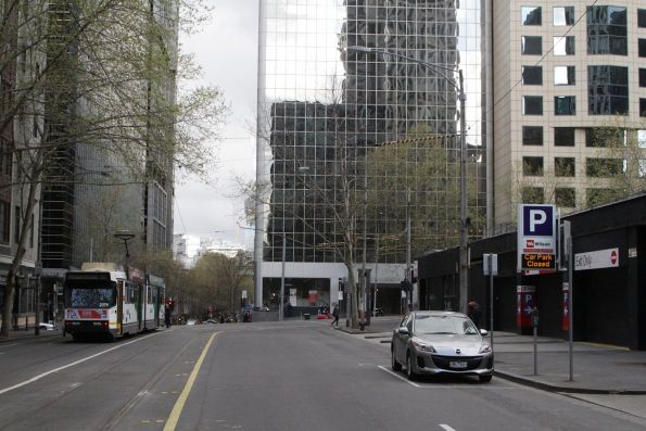 B2.2079 on route waits to turn from Flinders Lane into William Street