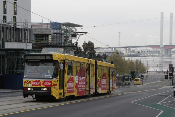 B2.2026 advertising 'Chemist Warehouse' heads east on La Trobe Street with a route 86 service
