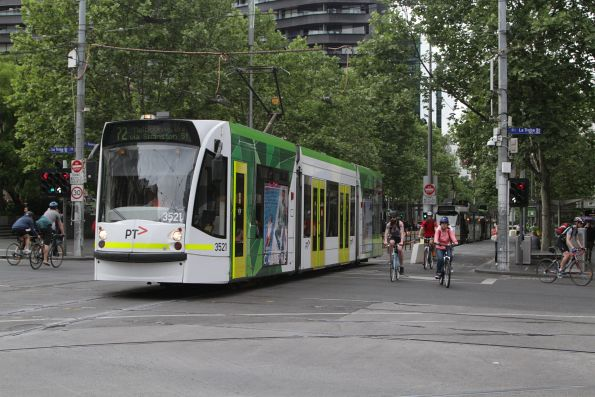 D1.3521 heads north on route 72 at Swanston and La Trobe Street
