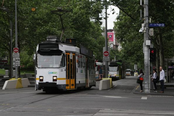 Z3.222 heads north on route 3 at Swanston and La Trobe Street