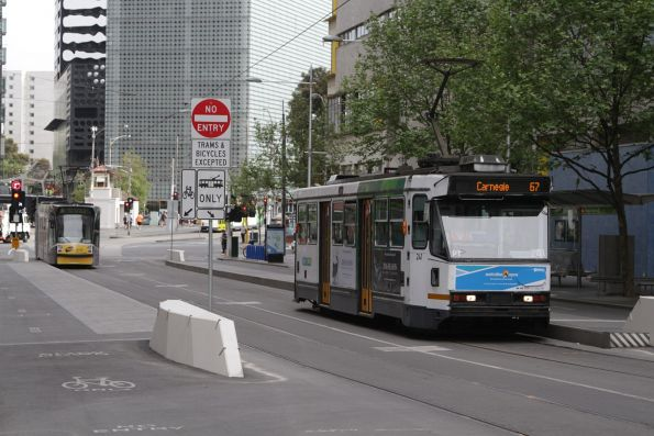 A1.241 heads south on route 67 at Swanston and A'Beckett Street