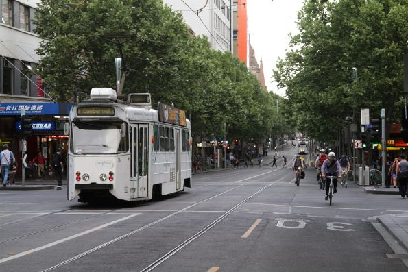 Z1.16 heads south at Swanston and Lonsdale Street
