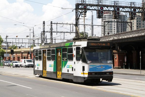 A2.277 heads east on route 70 at Flinders and Market Streets