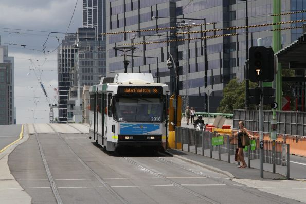 B2.2018 heads west on route 86 at La Trobe Street and Harbour Esplanade