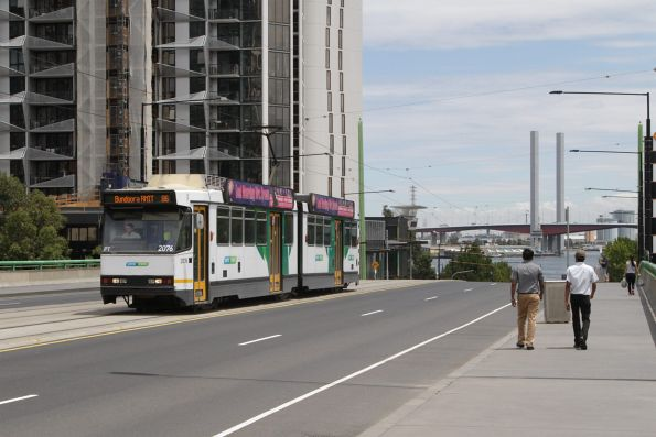 B2.2076 heads east on route 86 over the La Trobe Street bridge