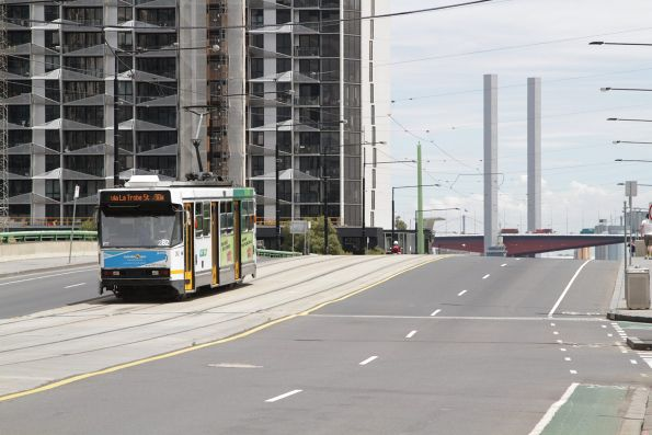 A2.282 heads west on route 30a over the La Trobe Street bridge