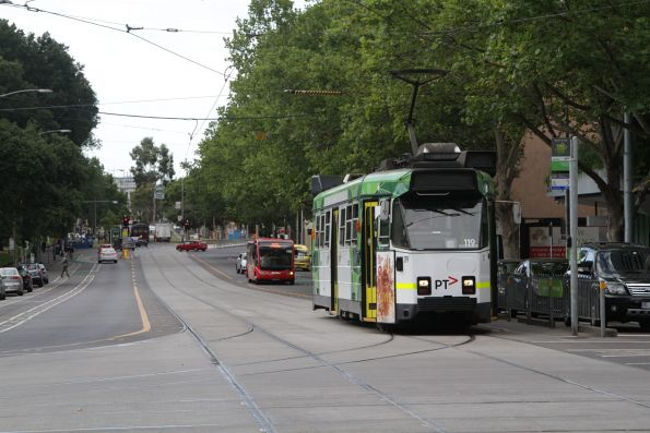Z3.119 heads south on route 55 at William and La Trobe Street
