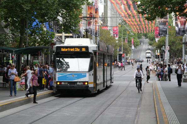 B2.2082 heads west on route 86 at Bourke and Swanston Street