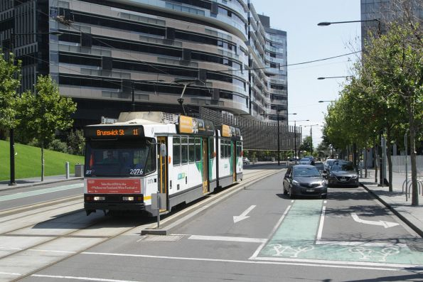 B2.2076 eastbound on route 11 at Collins Street and Harbour Esplanade