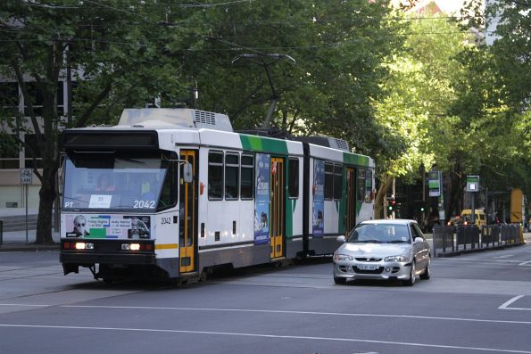 B2.2042 northbound on route 55 at William and Bourke Street