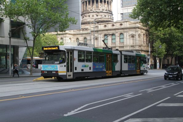 B2.2039 heads south on route 55 at William and Lonsdale Street
