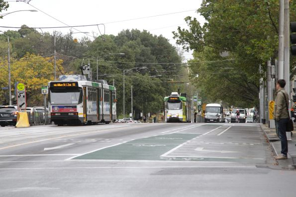 B2.2025 and Z3.205 cross paths on route 55 at William and La Trobe Street
