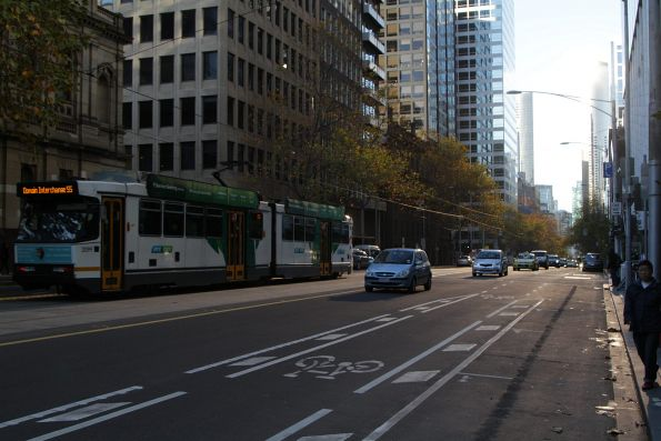B2.2099 heads south on route 55 at William and Little Bourke Street
