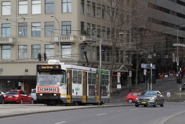 A2.295 heads south on route 70 at Flinders and Exhibition Street
