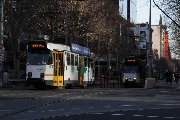 Z1.170 heads south on route 72 at Swanston and La Trobe Street