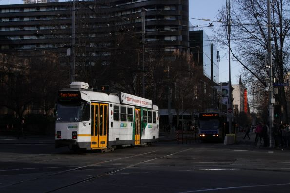 Z1.180 heads south on route 3 at Swanston and La Trobe Street