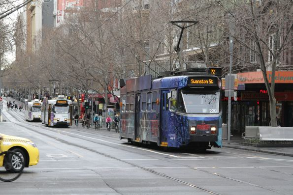 Z3.220 heads north at Swanston and Lonsdale Street