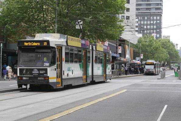 B2.2118 heads north on route 19 at Elizabeth and Collins Street