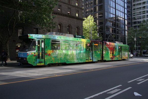 B2.2128 heads south on route 55 at William and Bourke Streets
