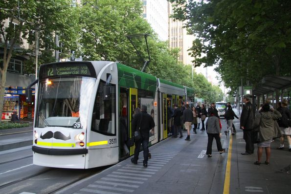 D1.3511 heads south on route 72 at Swanston Street and Flinders Lane