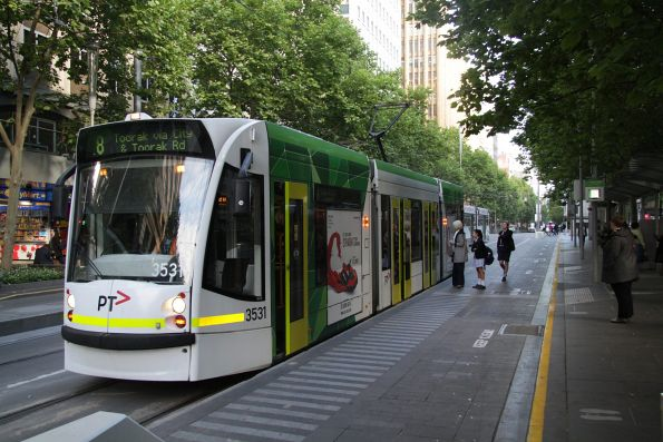 D1.3531 heads south on route 8 at Swanston Street and Flinders Lane
