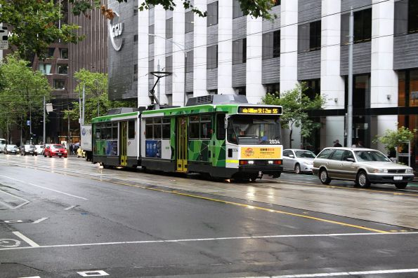 PTV liveried B2.2034 northbound on route 55 at William and Bourke Street