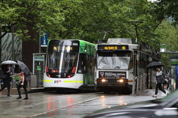E.6041 and B2.2050 on route 86 services pass at Bourke and William Street