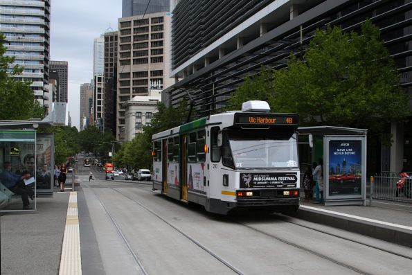 A2.283 heads west on route 48 along Collins Street at Southern Cross Station