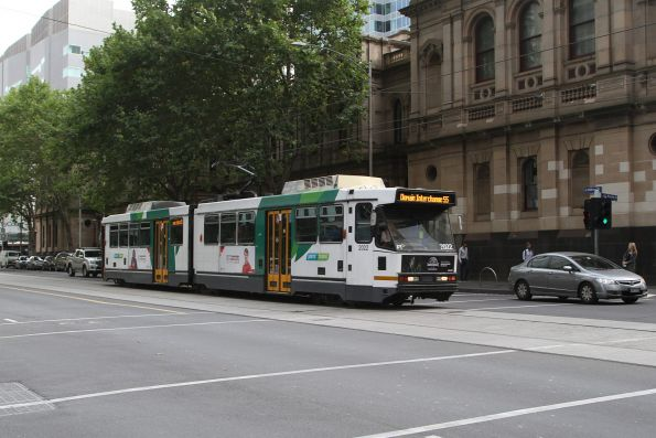 B2.2022 heads south on route 55 at William and Little Bourke Streets