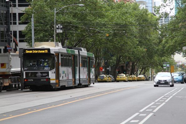 B2.2022 heads south on route 55 at William and Bourke Streets